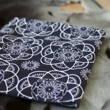 BLACK FLOWER ULUIT SCARF