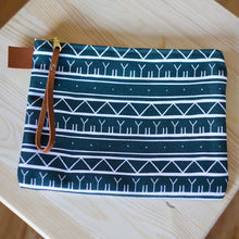 GREEN KAKINNIIT CLUTCH