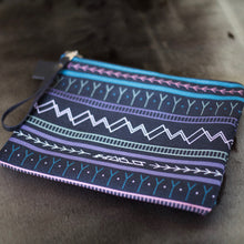 COLOURFUL KAKINNIIT CLUTCH