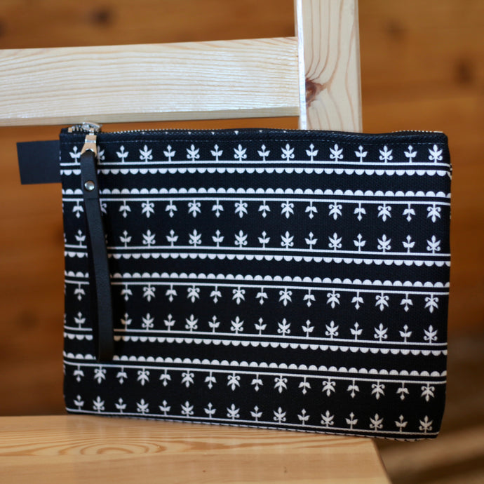 KAMIK PATTERN CLUTCH (BLACK)