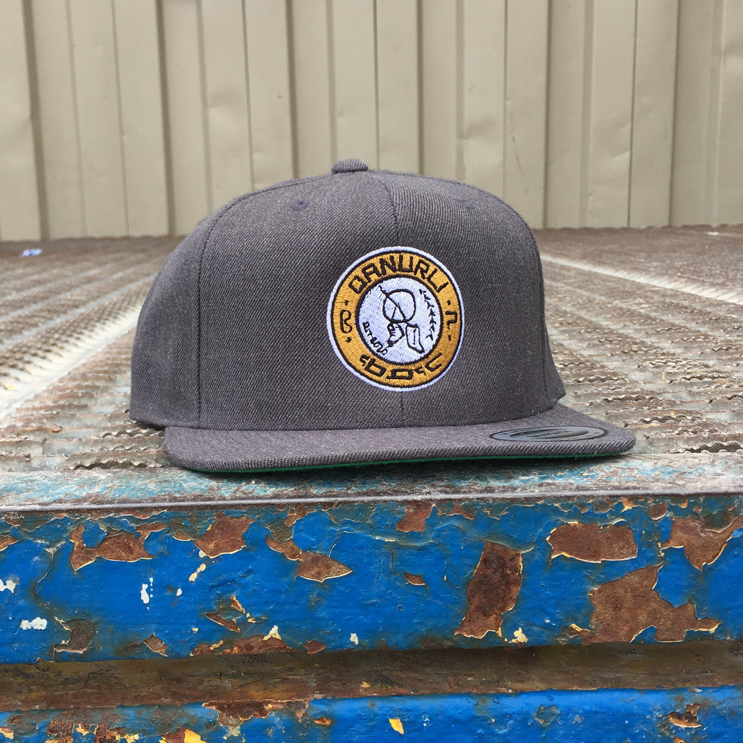 QANURLI? BADGE CAP (GOLD/GREY)