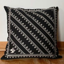 REVERSIBLE KAMIIK PATTERN CUSHION COVER (BLACK)