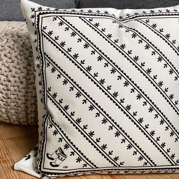 REVERSIBLE KAMIIK PATTERN CUSHION COVER (WHITE)