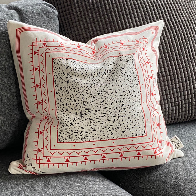 REVERSIBLE AQIGGIQ CUSHION COVER