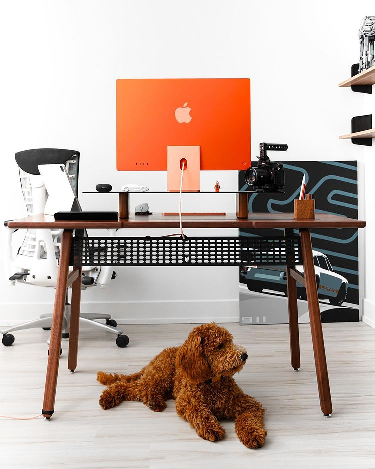The Best Desk for Content Creator