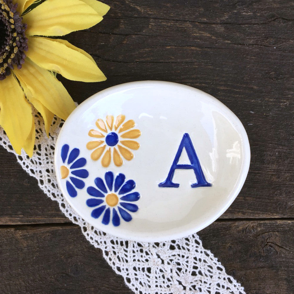 Retro Daisy Oval Monogrammed Ring Dish - Say Your Piece!