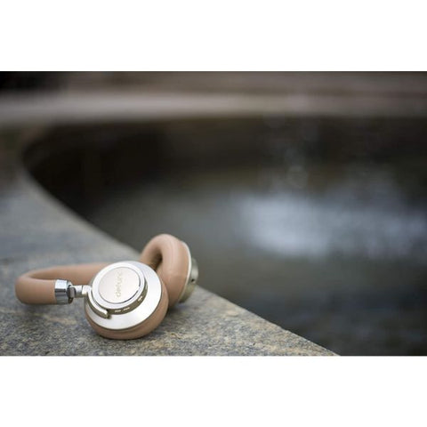 comfortable bluetooth headphones come with soft headband make you enjoy to listen to music everywhere and anywhere the authentic accessories from DEFUNC.