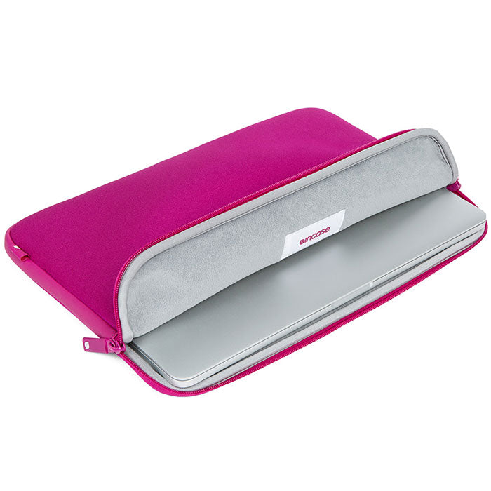 finding incase neoprene classic sleeve for macbook 15 inch - pink saphire Australia Stock