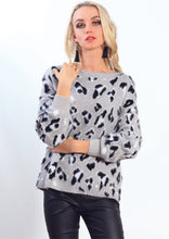 AY178SS White Leopard Print Knit Top (Pack)