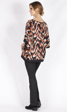 RV0179-11NC Loose Fit Tiger Print Top (Pack)
