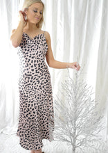 VY0412-1SS Leopard Cowl Neck Dress (Pack)