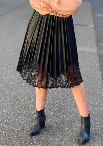 XW16038SS Faux Leather Pleated Skirt (Pack) New Arrivals