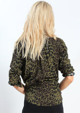 XW20198-2SS Green Leopard Print Top (Pack)