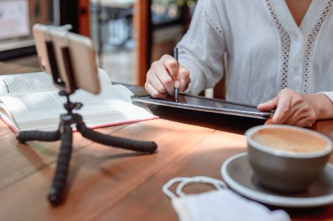 Women, stressed, working in cafe