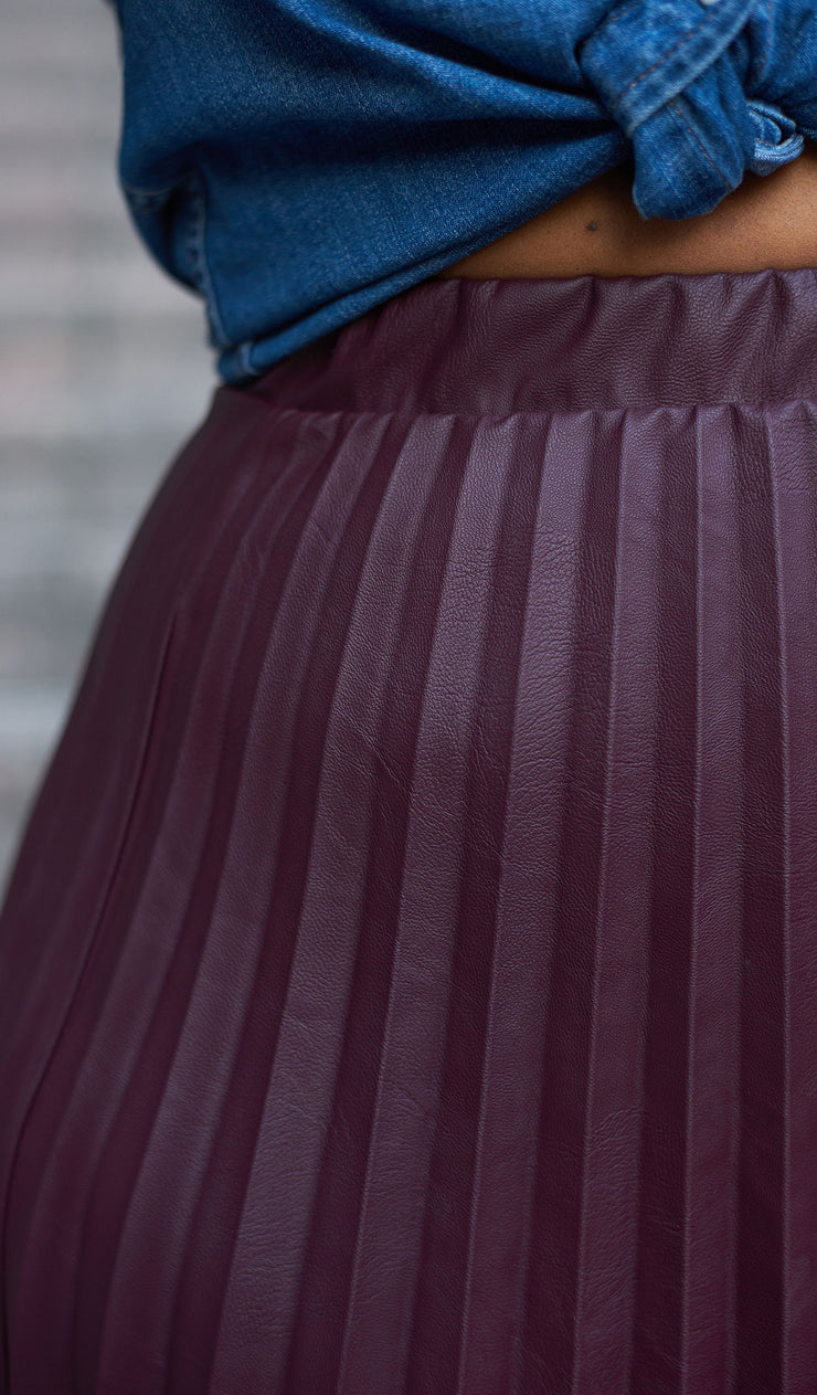 Innocent Edge | Faux Leather Pleated Skirt