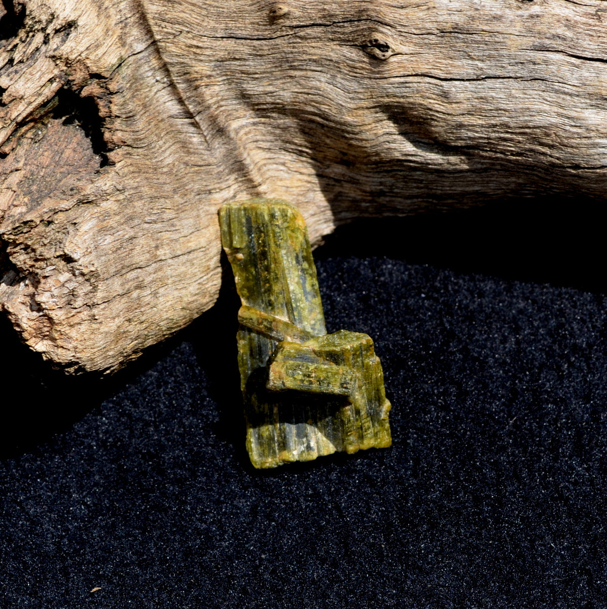 Epidote Crystals Specimen - Cleansing Detoxing Nature Healing - Shop Now at Illiom Crystals - Afterpay Available