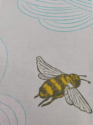 Yellow/Gold Bee Wallpaper - Detail