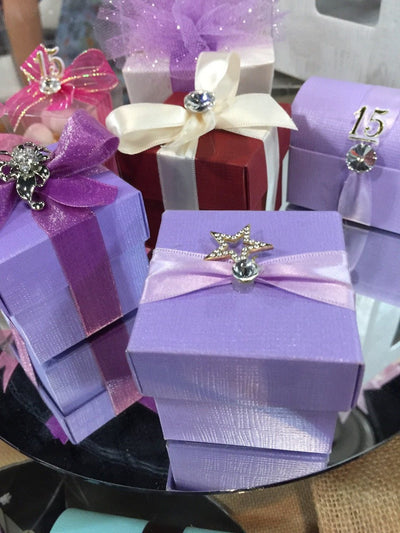 "2""x 2"" Italian Favor Boxes with Star Broach"