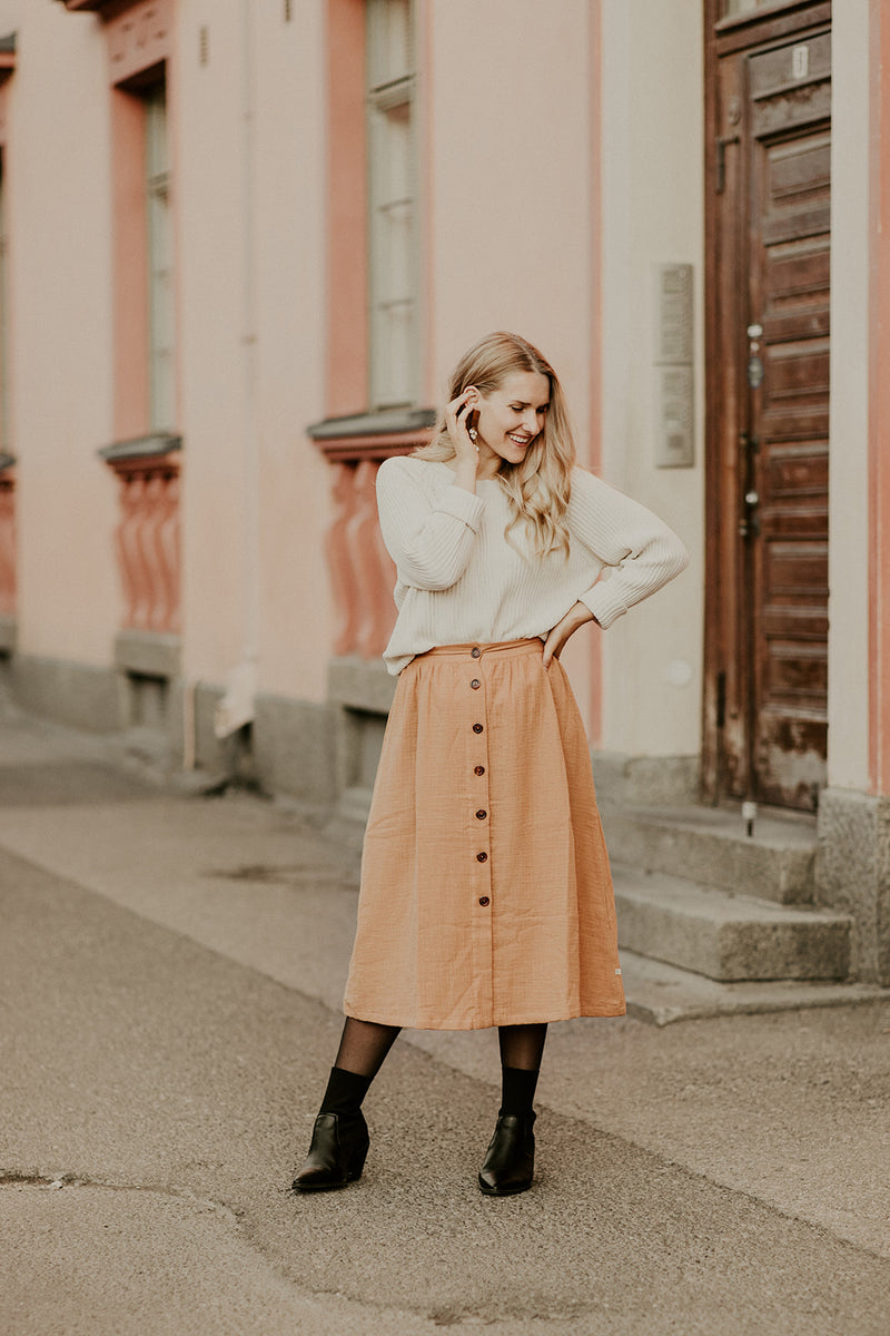 Button Skirt, Fudge