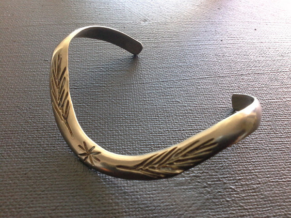 VINTAGE NAVAJO FEATHER TRIBAL WAVE CUFF BANGLE BRACELET COIN SILVER, UNISEX