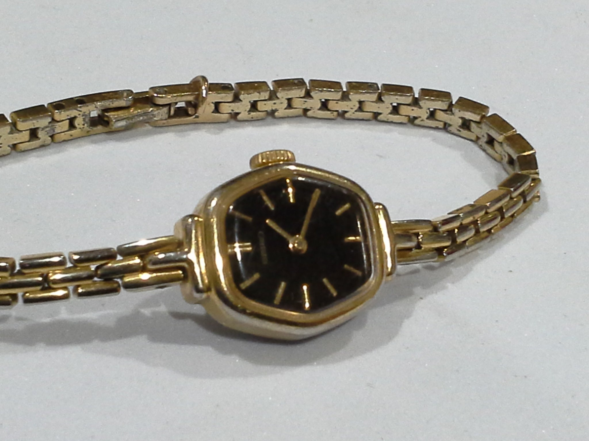 VINTAGE LADIES SEIKO WRISTWATCH SGP  GOLD PLATED w/ BLACK WATCH FACE