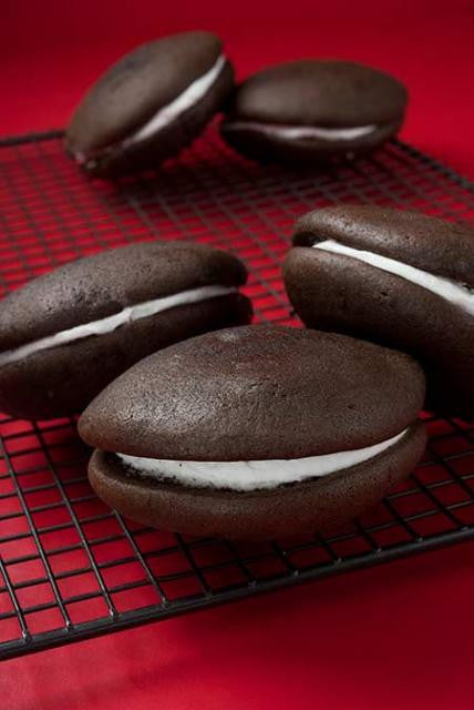 5 classic maine whoopie pies in a pile