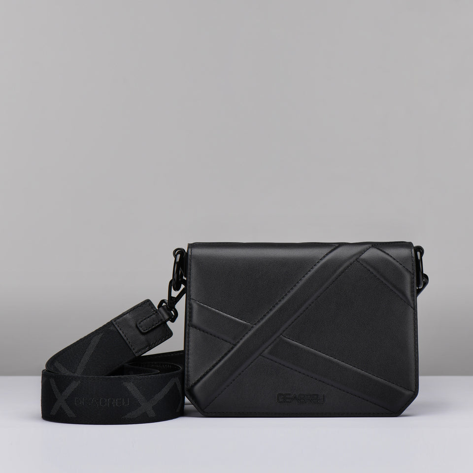 BLACK CROSS BODY BAG X LINE