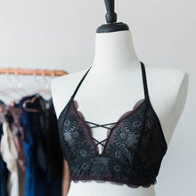 Scalloped Lace Strappy Bralette - Black - Plus Size