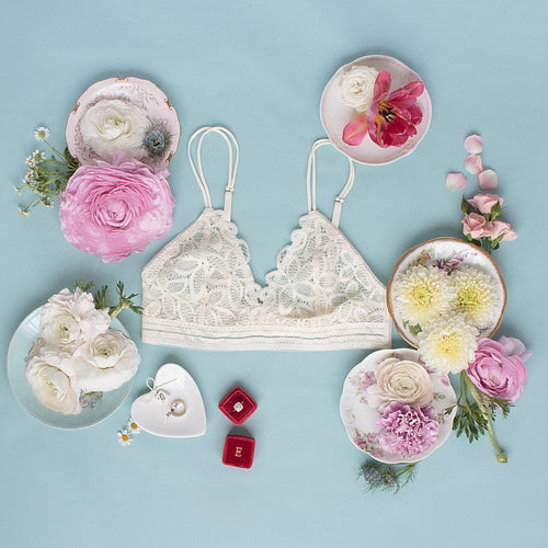 Flower Scalloped Lace Bralette - Cream