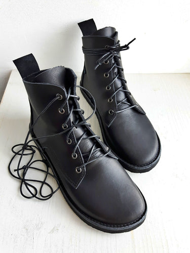 UK 5, COBWEB Boot #3929