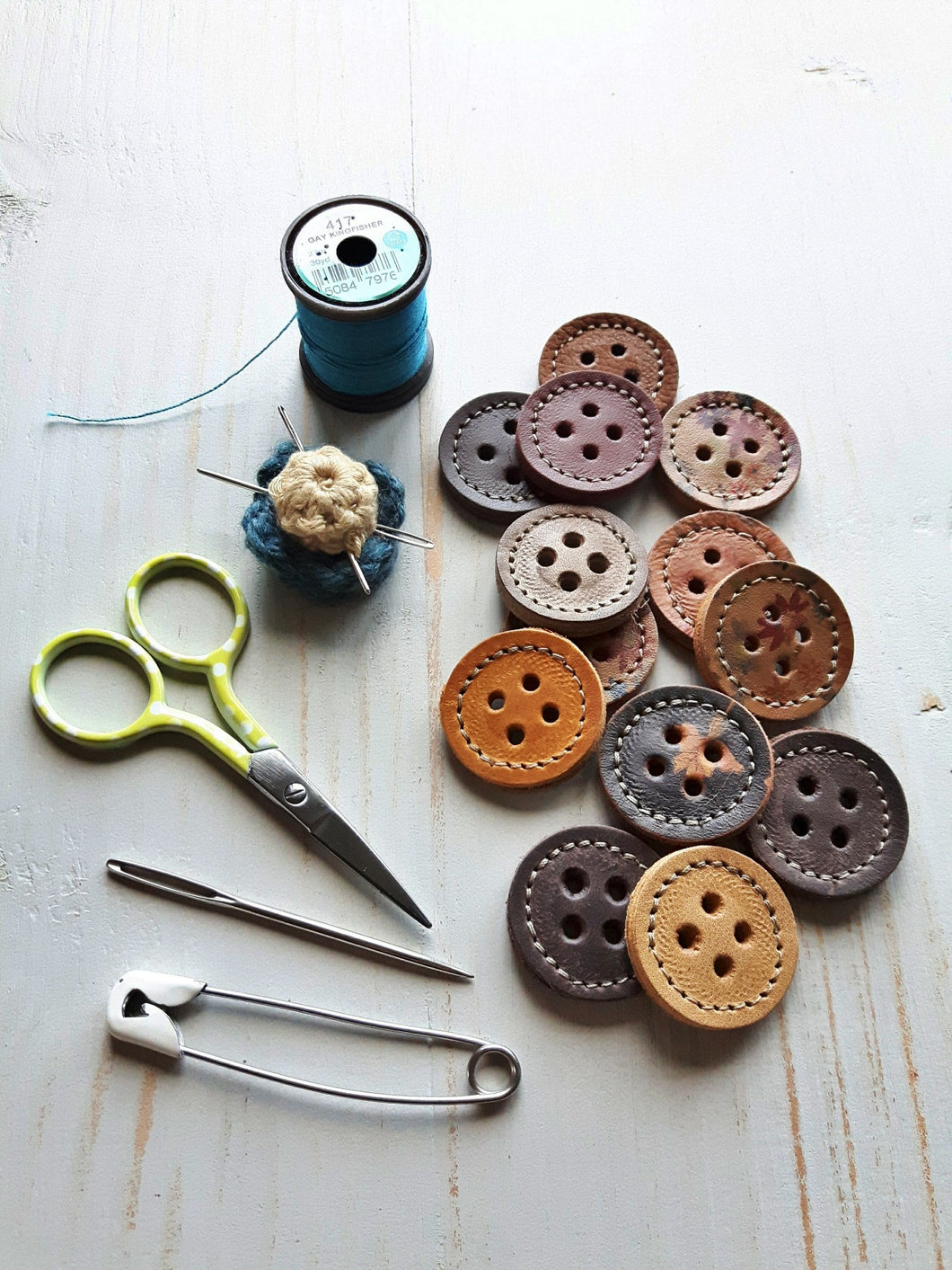 BORROWER Buttons, Brown Mix
