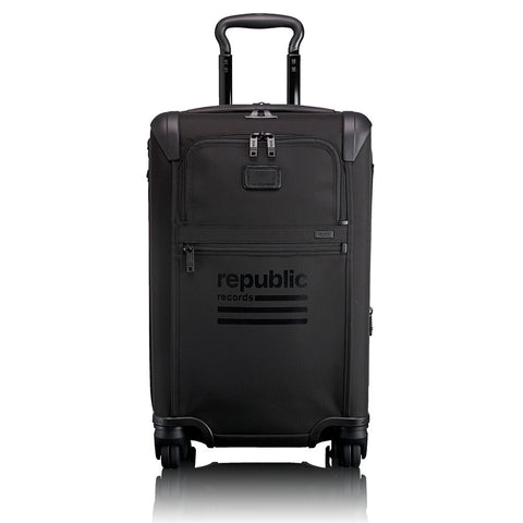 International Expandable 4<br>Wheeled Carry-On