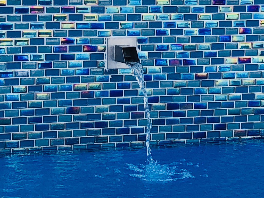 SS Stainless Steel Square Water Spout in Pool