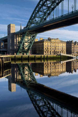 England, Tyne and Wear, Newcastle Upon Tyne. The world famous Tyne Bridge and Newcastle Upon Tyne Quayside reflected in the still waters of the River Tyne.