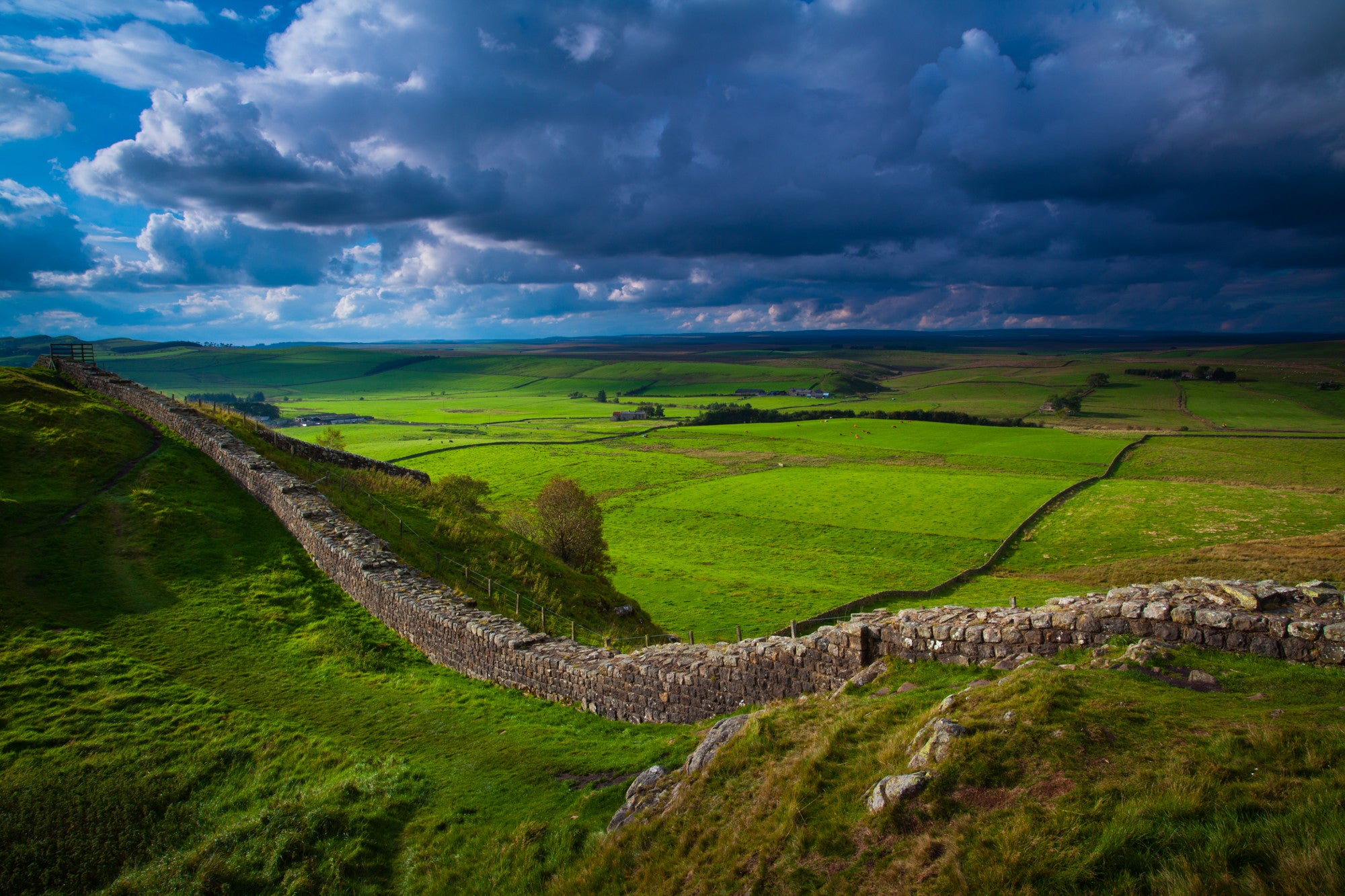 "Hadrian's Wall at Caw Gap, Northumberland, 22""x18"" (58x48cm) Framed Photography Print"