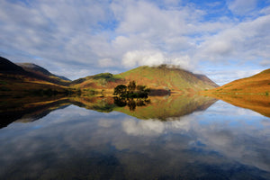 England, Cumbria, Lake District National Park. Early morning reflections at  Crummock Water, near Buttermere in the Lake District.