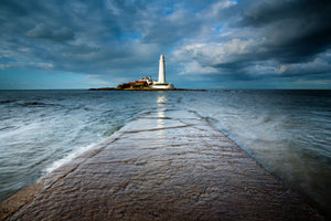 England, Tyne and Wear, Whitley Bay. Incoming tide engulfs the causeway linking St Mary's Island & lifehouse to the mainland.