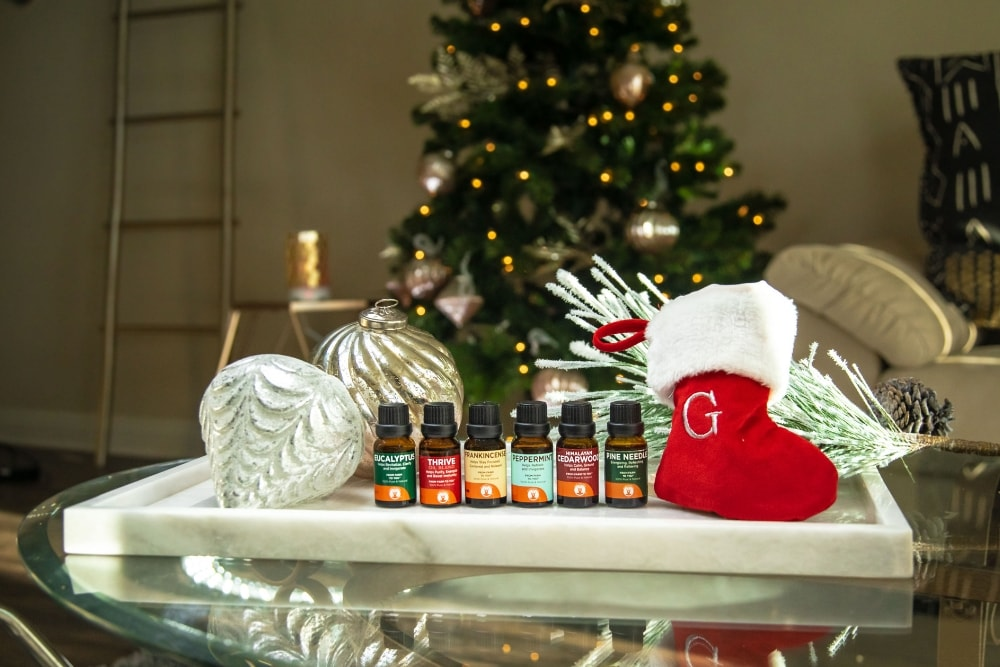 9 Essential Oils to Celebrate this Holiday Season