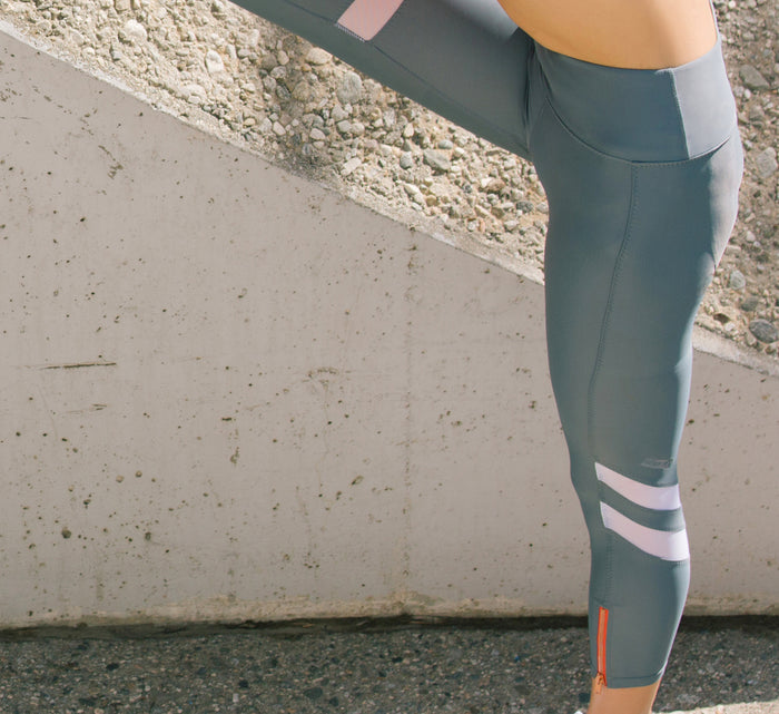 RUSHCUTTER 7/8 TIGHT // SLATE & WHITE - Nayali - Activewear for A-G Cup