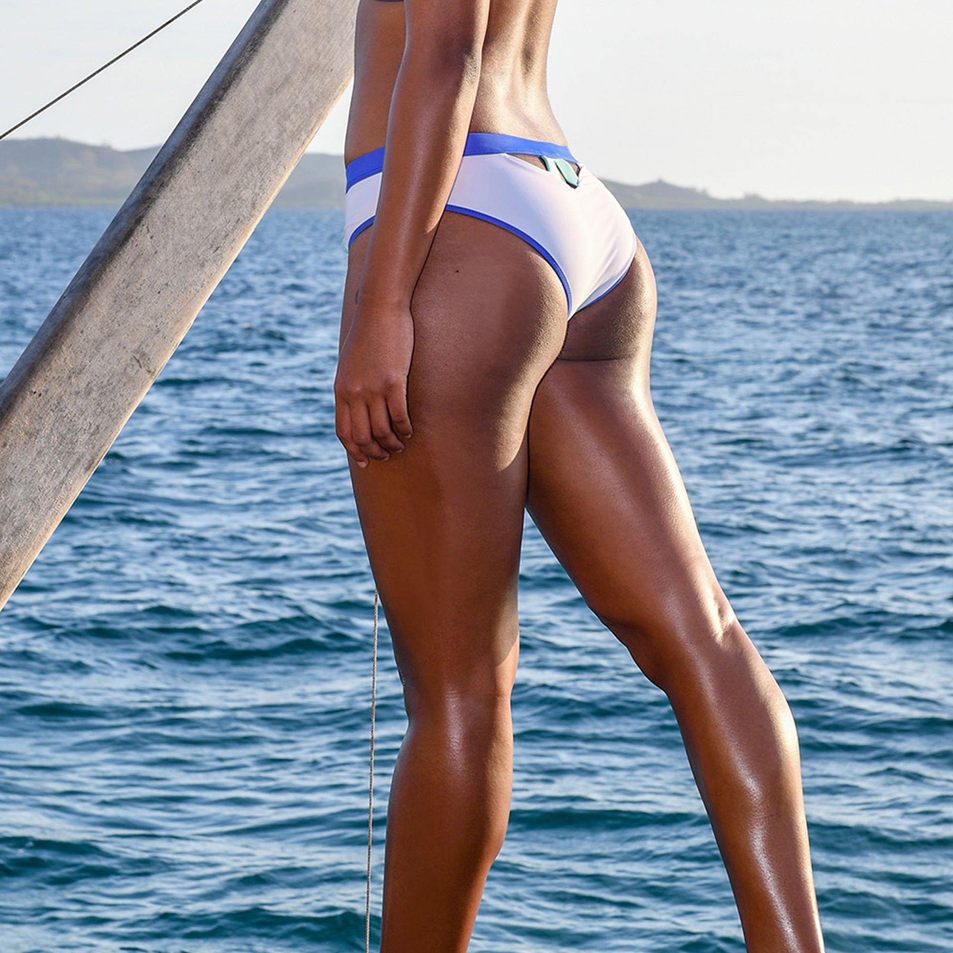 BONDI AQUA BOTTOM // WHITE & INDIGO - Nayali - Activewear for D Cup & Up