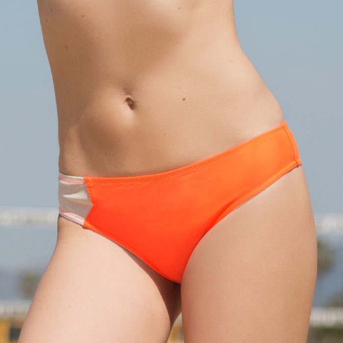 BYRON BAY AQUA BOTTOM // FLAME - Nayali - Activewear for D Cup & Up