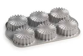 Ruffled Medallion Cakelet Pan