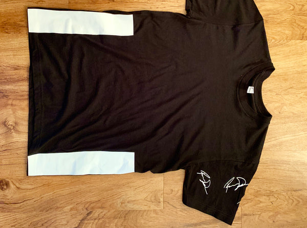 THE BLACK S/S ONE SLEAVE SIGNATURE TEE