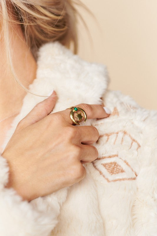 ANTIQUE GOLD STATEMENT RING WITH STAR