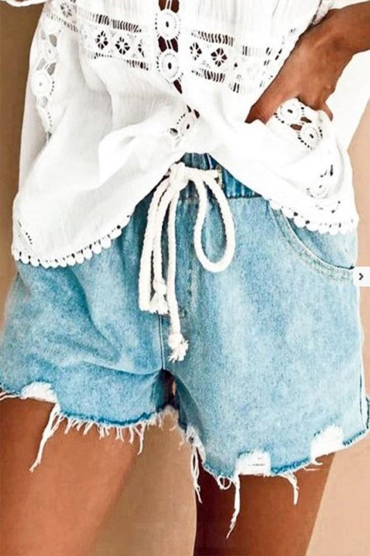 DRAWSTRING LIGHT WASH DENIM SHORTS