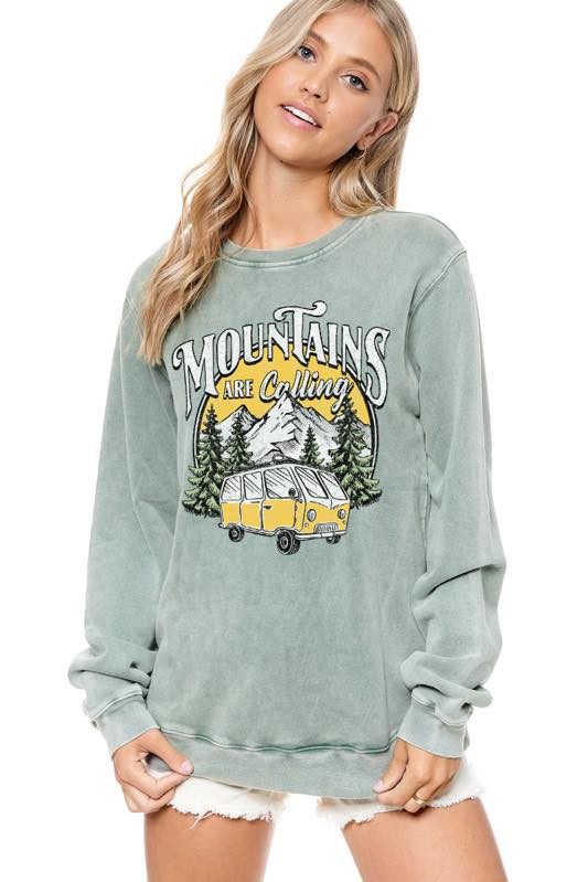 MOUNTAINS ARE CALLING GRAPHIC SWEATSHIRT