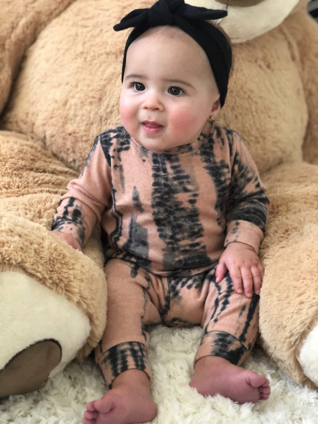 INFANT BLACK AND PEACH TIE DYE SET