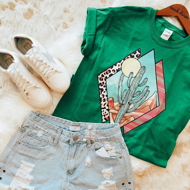 TRIANGLE DESERT - GREEN TEE