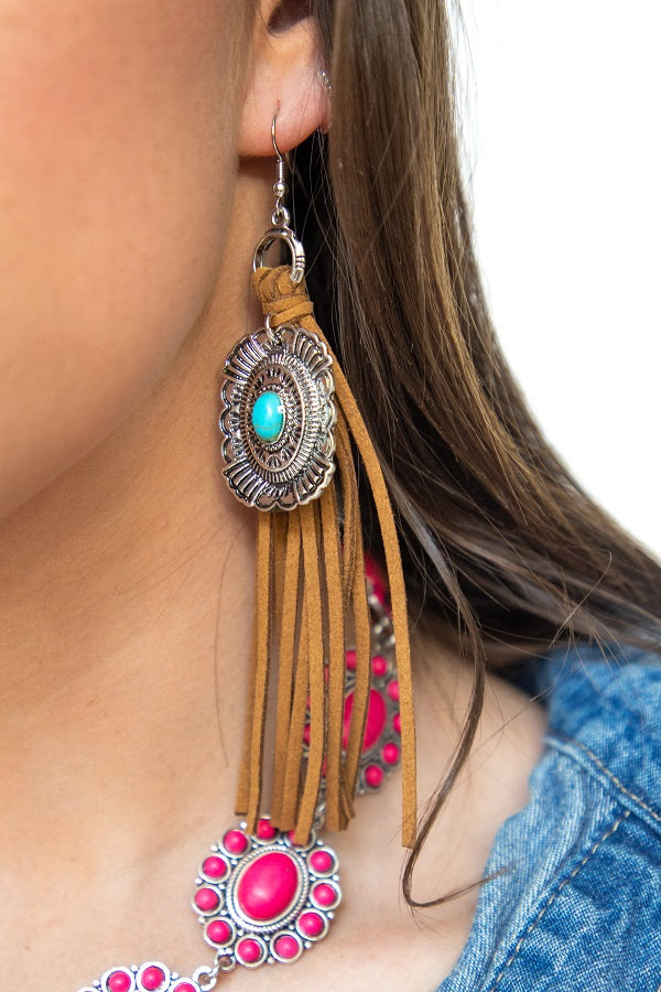 CARAMEL SUEDE FRINGE EARRINGS WITH CONCHO