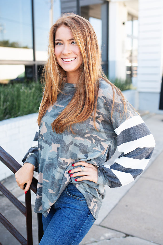CAMOUFLAGE KNIT TOP WITH STRIPE TERRY PUFF SLEEVES
